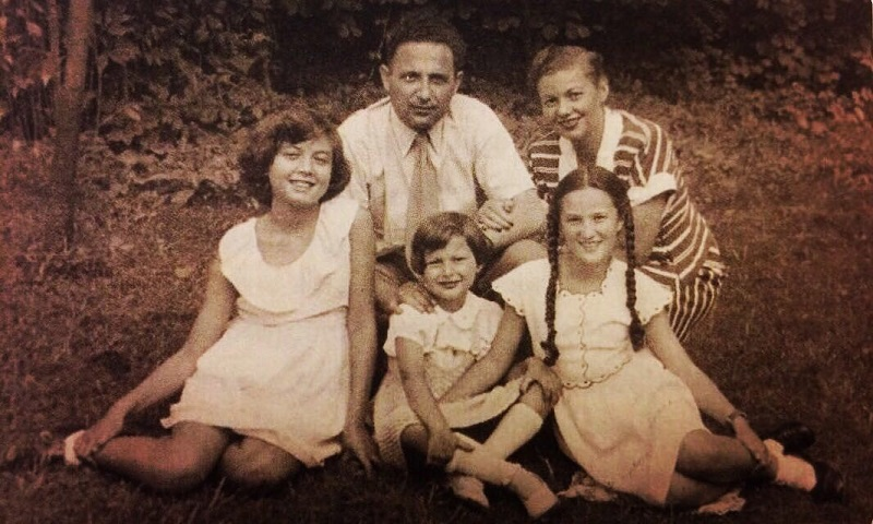Mother Minka in the middle, her sisters Eva and Naomi, Meir and Esther