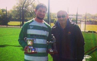 Avi Garson receives his award from League chairman David Wolff