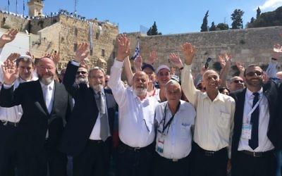 L-R: CEO Mizrachi UK Rabbi Andrew Shaw, Chief Rabbi Ephraim Mirvis and his predescessor Lord Sacks, alongside ex-paratroopers Zion Karasenti, Yitzhak Yifat, and Haim Oshri.