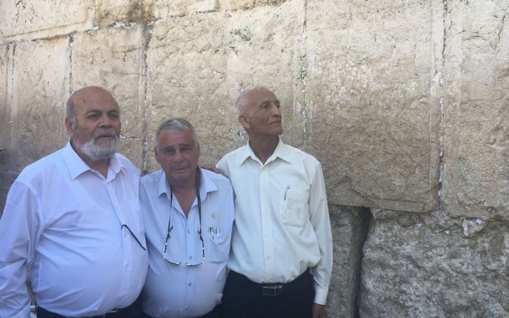Recreation of the famous shot of the three paratroopers Zion Karasenti, Yitzhak Yifat, and Haim Oshri, by the Western Wall
