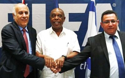 Ofer Eini (right) meeting with Jibril Rajoub (left) during a FIFA meeting last year