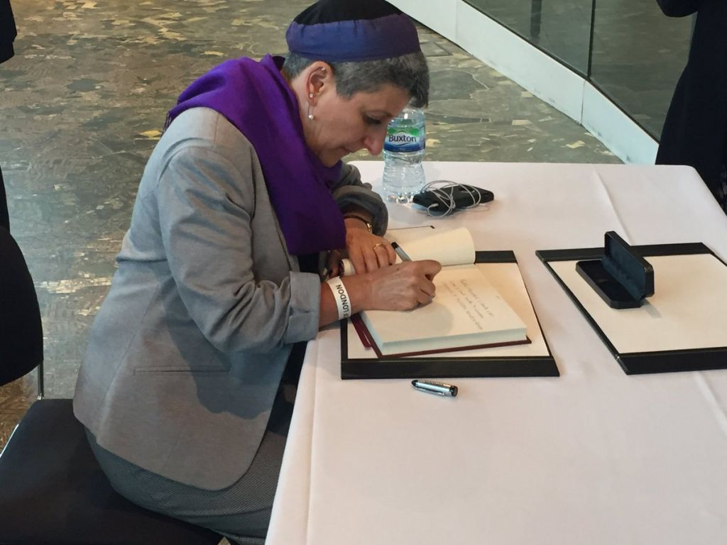 Laura signing the book of condolence for victims of # London Bridge Attack.