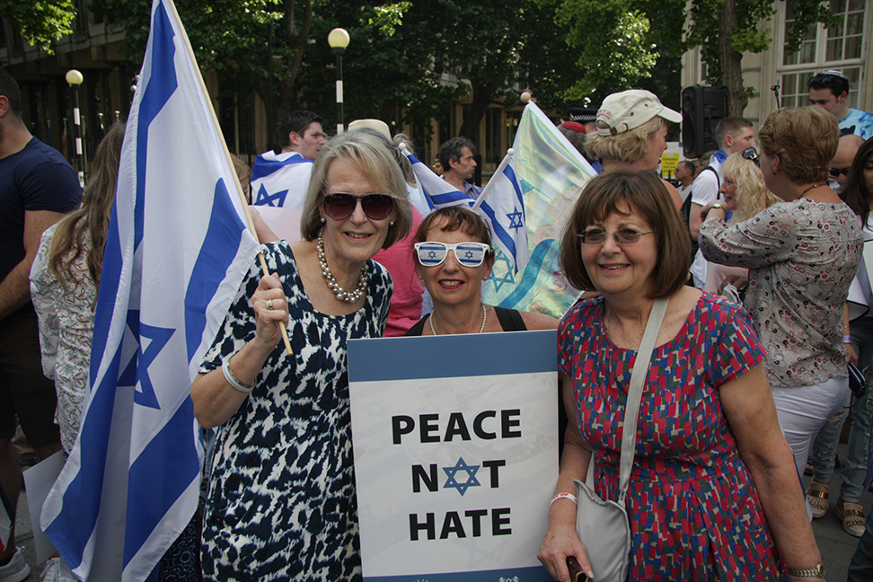 A counter-demonstration by Israel supporters