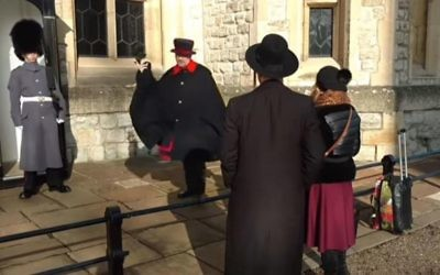 Screenshot from the Youtube video of the Jewish couple being told off by the Beefeater
