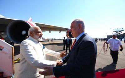 Narendra Modi embraced by Israeli leader Benjamin Netanyahu