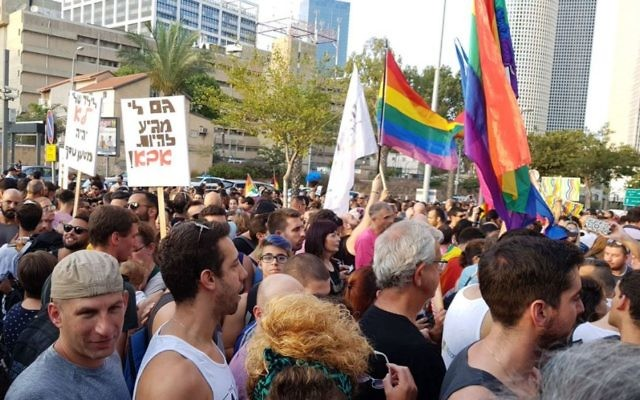 Thousands of protesters gathered in Tel Aviv   Photo credit:  @kann_news  on Twitter