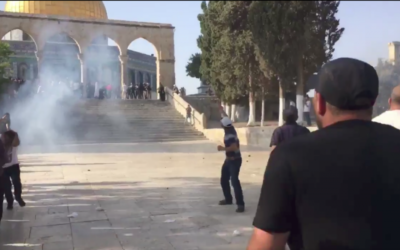Police clash with Palestinians on Temple Mount.   Source: Screenshot from Twitter