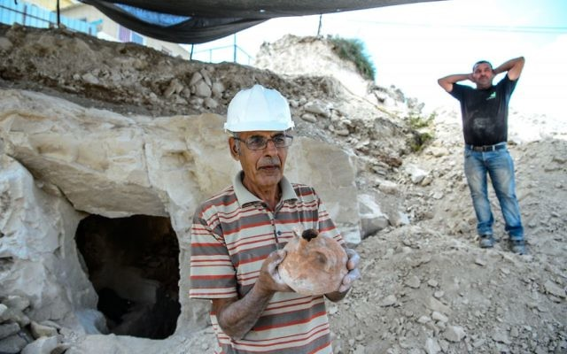 Employees of the Israel Antiquities Authorities (IAA) work during archaeological excavations in a newly discovered small cave at the Arab town of Reina in Galilee.  Photo by: Gil Eliyahu - JINIPIX