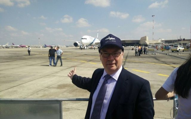 Alistair Burt celebrating the launch of a new fleet of El Al planes
