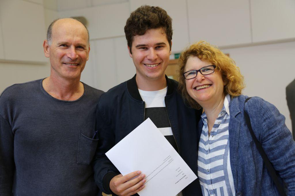 JFS student Raphael Korber-Hoffman and parents