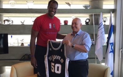 San Antonio Spurs' David Robinson is in Israel for to educate peace through basketball. Picture: Efrat Sa'ar, Peres Center for Peace and Innovation