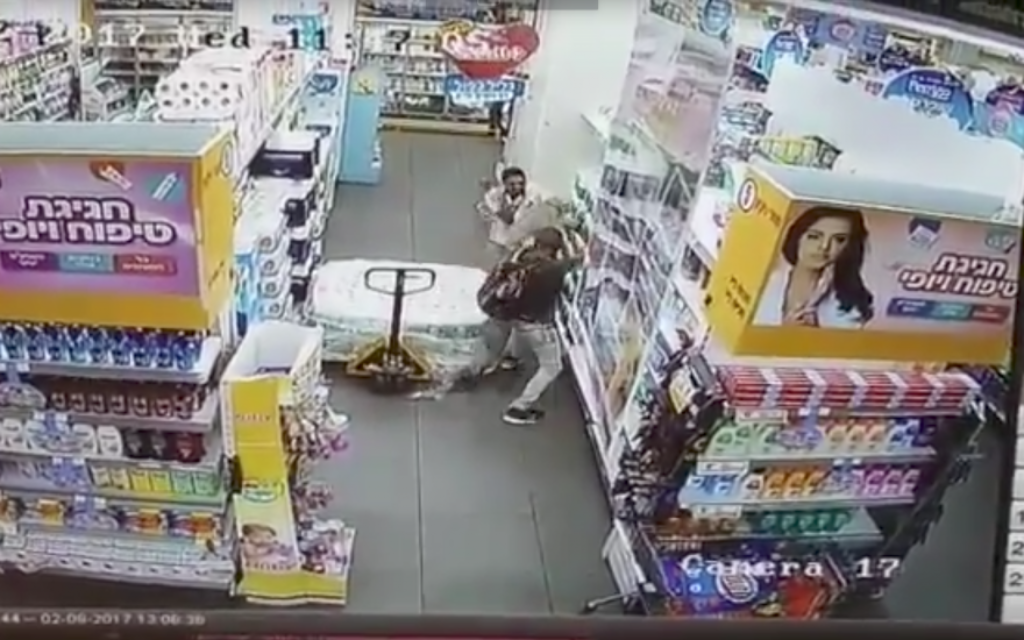 Screenshot of a stabbing attack at the Shufersal chain in Yavneh