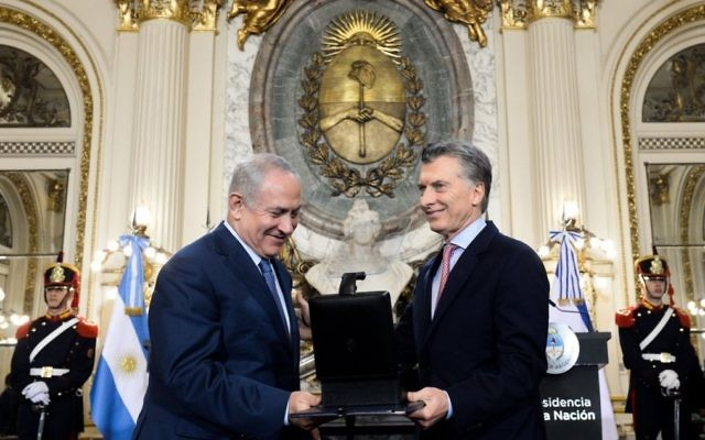 """Argentina's president posted on Twitter: """"I gave to Prime Minister Netanyahu 139 thousand documents produced by the argentina Chancellery between 1939 and 1950 in relation to the Holocaust"""""""