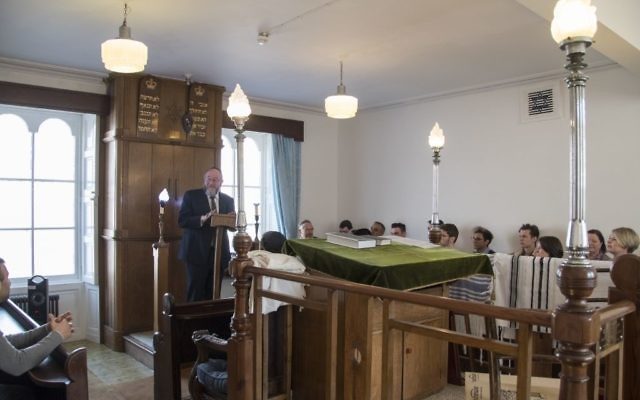 Chief Rabbi  Mirvis addressing Aberdeen Synagogue