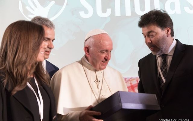 The Pope giving his blessing to the historic Collaboration between World Ort and the Vatican
