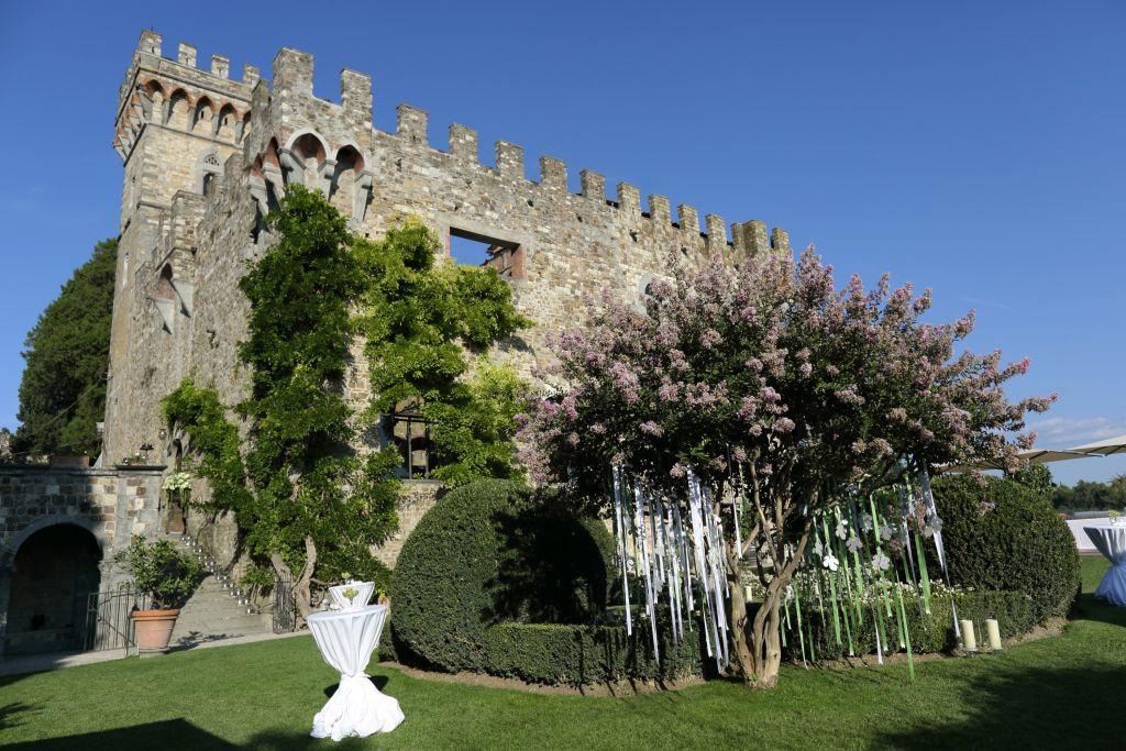Italy Castello garden with table plan