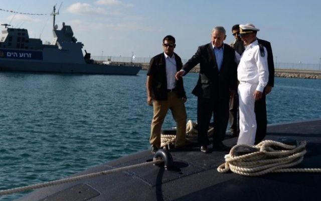 Netanyahu on a submarine!  Photo by Kobi Gideon : GPO via JINIPIX2