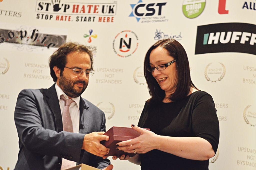 Jewish News editor Richard Ferrer presents an award
