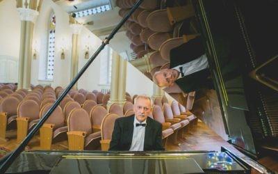 Mikhail Klein   Photo source: http://filarmoniya.irk.ru/muzykalnaya-kultura-priangarya-ponesla-nevospolnimuyu-utratu/
