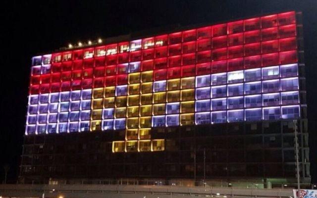The Tel Aviv Municipality building lit in the colors of the Egyptian flag    (Credit: Nir Dvori/Tel Aviv Municipality)