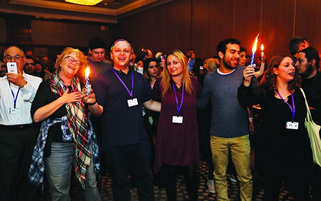 Limmudniks participate in havdallah on Saturday Night   Photo by Jonathan Hunter