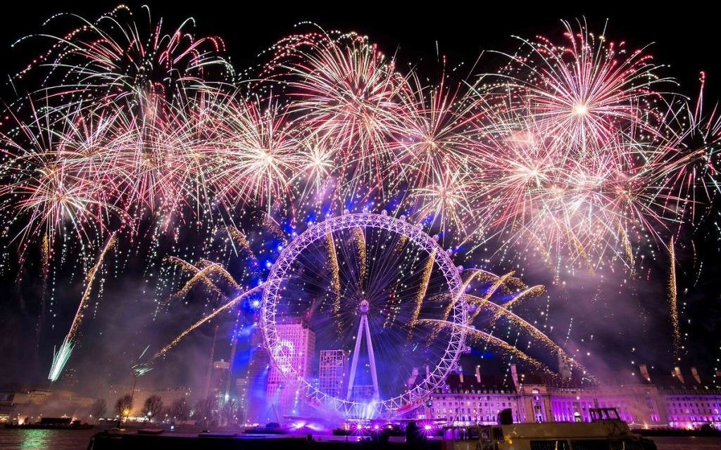 New Year's Eve fireworks in central London brought in 2018.   Source: Mayor of London on Twitter