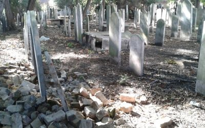 Headstones at Fulham Road cemetery in the West End   Picture credit: Royal Borough of Kensington and Chelsea's 'Library Time Machine' blog   https://rbkclocalstudies.wordpress.com/2016/08/18/hidden-in-plain-sight-chelseas-jewish-cemetery/