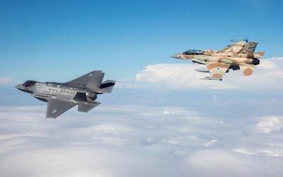 """F-35I Adir accompanied by a Negev Squadron F-16I Sufa (Wikipedia/Israeli Air Force/Major Ofer, Israeli Air Force רס""""ן עופר, חיל האוויר הישראלי)"""