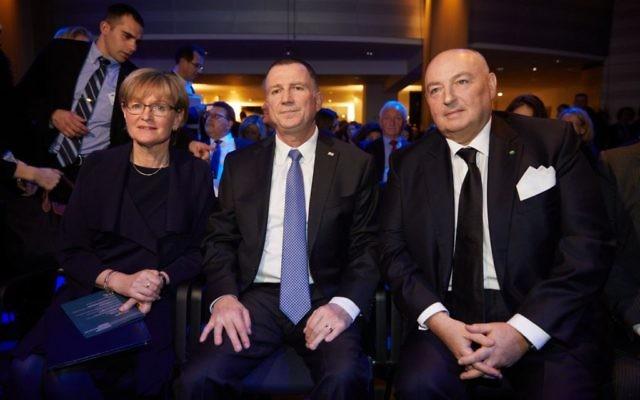 Knesset Speaker Yuli Edelstein (centre)