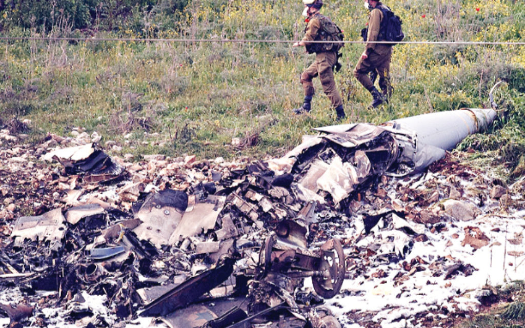 Israeli security personnel guard the remains of an Israeli F-16 fighter jet near Harduf, Israel,   (Xinhua/JINI)