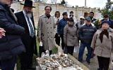 Survivors next to Schindler's grave. Credit Limmud FSU