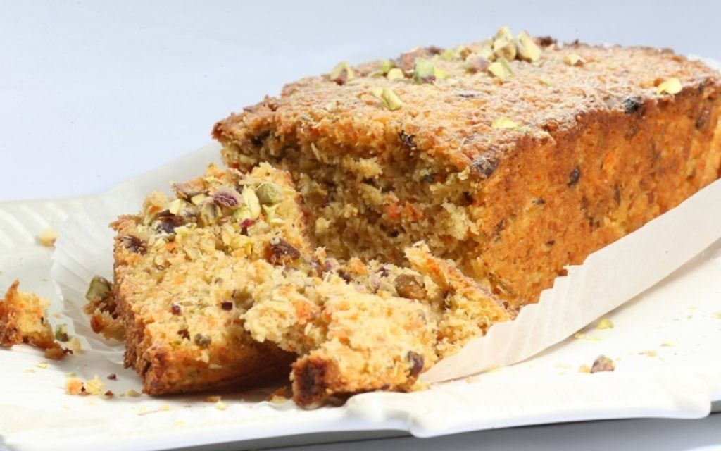 Spanish almond and pistachio cake
