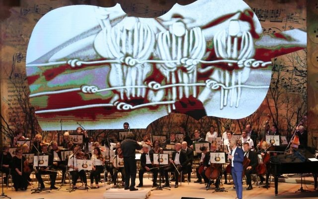 Francesco Lotoro conducts the Ashdod Symphony Orchestra and children from theBikurim Performing Arts School in Eshkol and the Yerucham Conservatory. (Picture: Oded Antman/JNF UK)