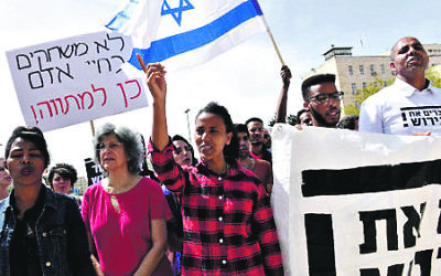 Israelis and African asylum seekers protest outside Netanyahu's office