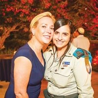 Major Keren Hajioff (right) and Justine Zwerling (left)  Photo by Yossi Zeligar/Nikoart