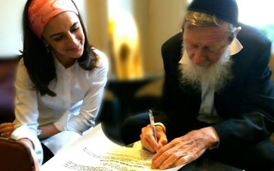 It's official: Rabbi Dr Sperber signs Rabba Brawer's semicha