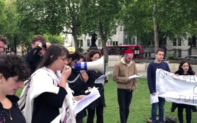 Rabbi Leah leading kaddish  Credit: Screenshot from video by Israel Advocacy Movement