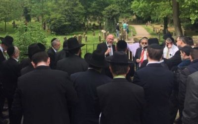 Chief Rabbi Mirvis speaking to the delegation of rabbis in Europe