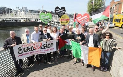 Celebrities and public figures launch the Irish campaign to boycott Eurovision 2019 to be held in Jerusalem Israel at the Ha'penny Bridge in Dublin.   Photo credit: Niall Carson/PA Wire