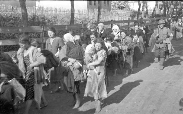 Romanian soldiers participating in the deportation of Jewish families ( July 1941)