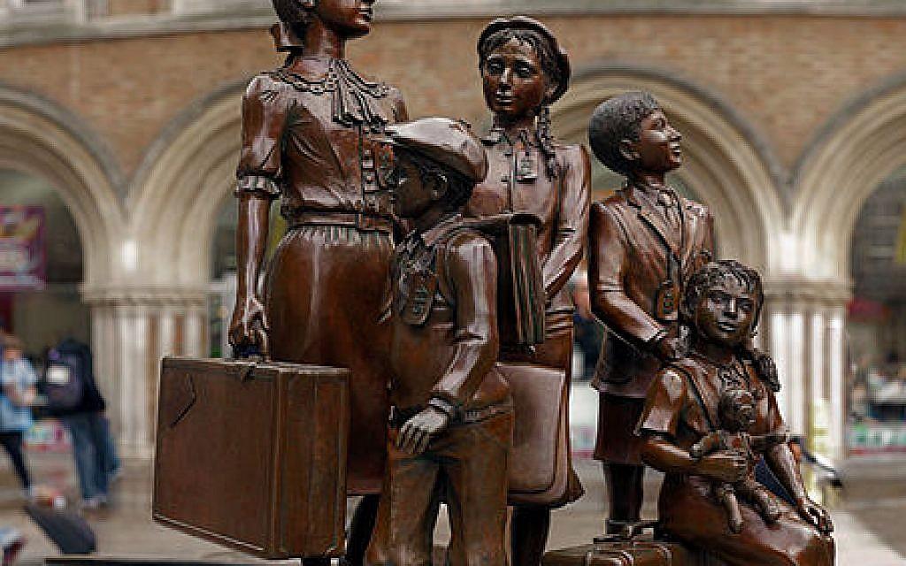 Kindertransport statue at Liverpool Street station