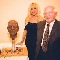 Frances Segelman with Sir Ben after having sculpted him  Credot: Yad Vashem UK