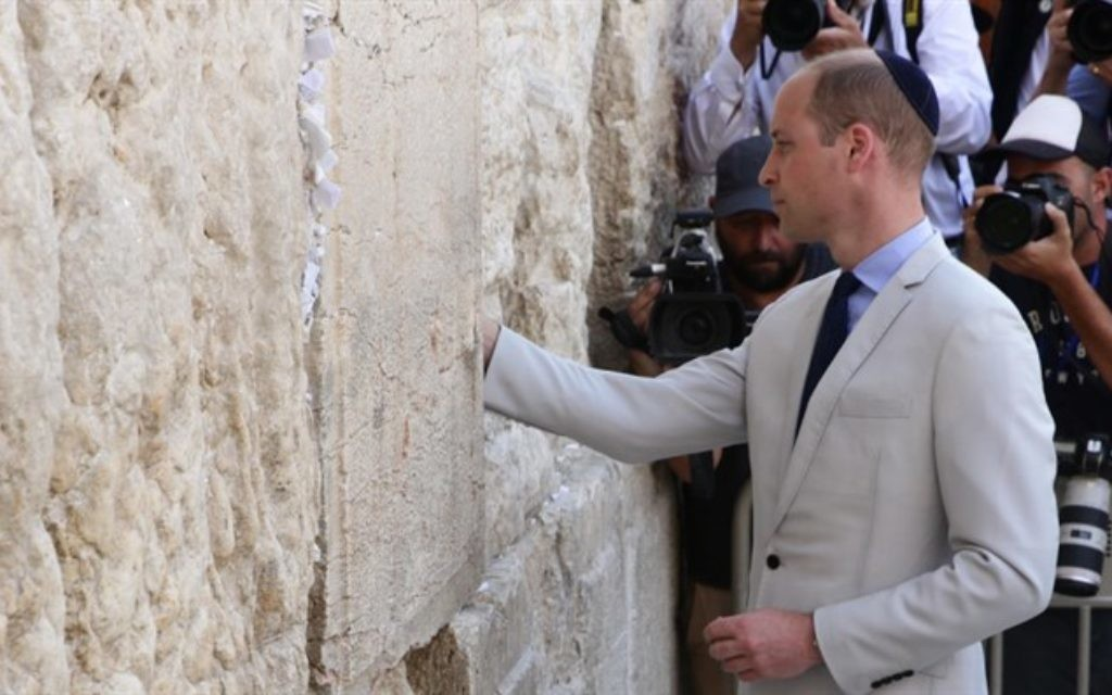 Moment of reflection: The prince places a private note in the Western Wall.