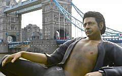 EDITORIAL USE ONLY A 25ft statue of Jeff Goldblum's torso in his famous pose from Jurassic Park, which has been created by NOW TV to celebrate the film's 25th birthday is unveiled at Potters Fields Park, London. PRESS ASSOCIATION Photo. Picture date: Wednesday July 18, 2018. Photo credit should read: Doug Peters/PA Wire