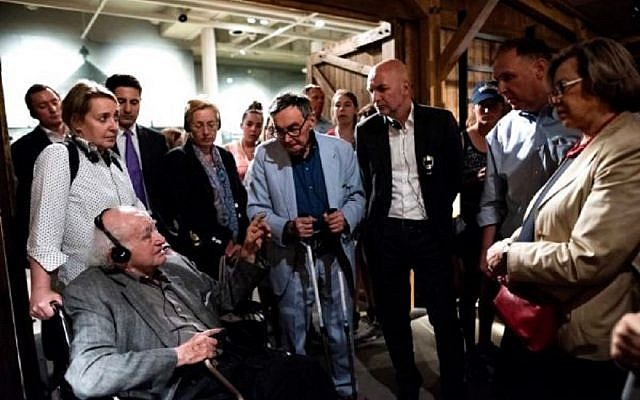 Holocaust survivor Roman speaks to German State Secretary Dr. Rolf Bösing and visitors to the U.S. Holocaust Memorial Museum. (Picture: Conference on Jewish Material Claims Against Germany)