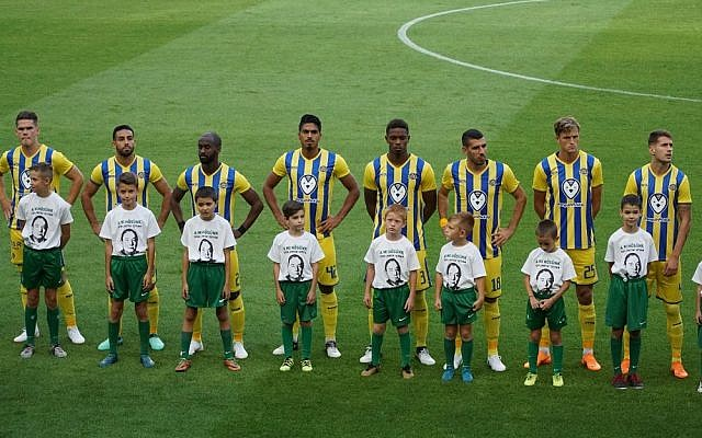 Ferencváros player paid tribute to István Tóth. Picture: World Jewish Congress