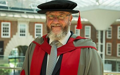 Chief Rabbi Mirvis receiving his honorary doctorate