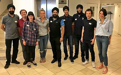 Group shot of Jewish and Sikh volunteers working together