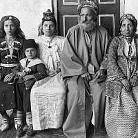 Hakham Ezra Dangoor, chief rabbi of Baghdad, pictured with his family in 1910. (Jewish News)