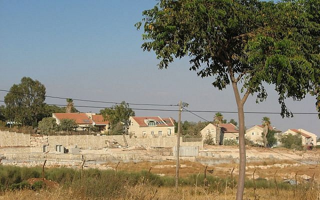 Mitzpeh Kramim outpost sits on the outskirts of the Kochav Hashahar settlement (pictured)